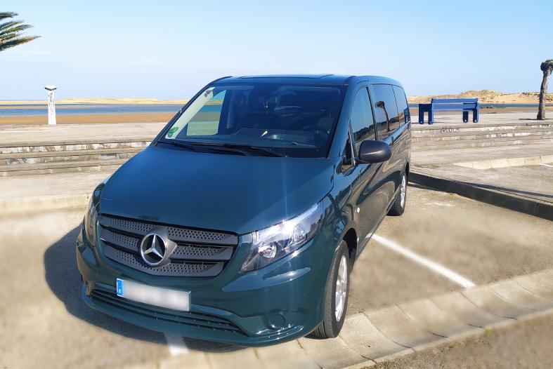 coche de 9 plazas para excursión y ruta turística en Cantabria