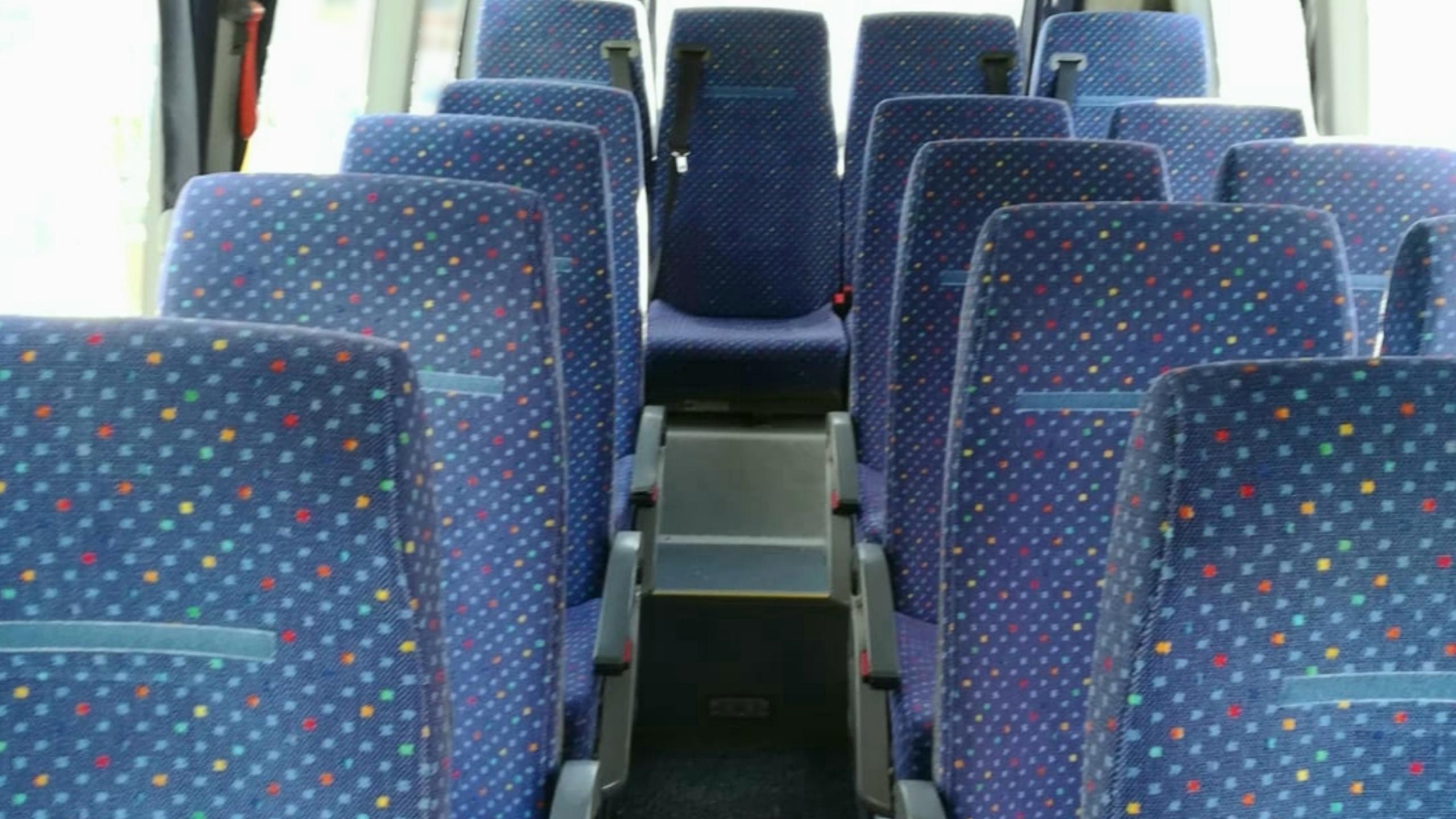 autobús 16 plazas para excursiones y transporte escolar.